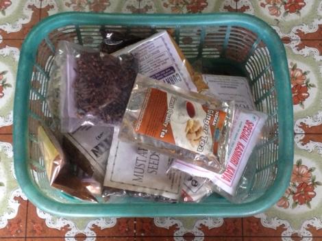 Blairs_basket_of_Indian_spices_Jodhpur.JPG